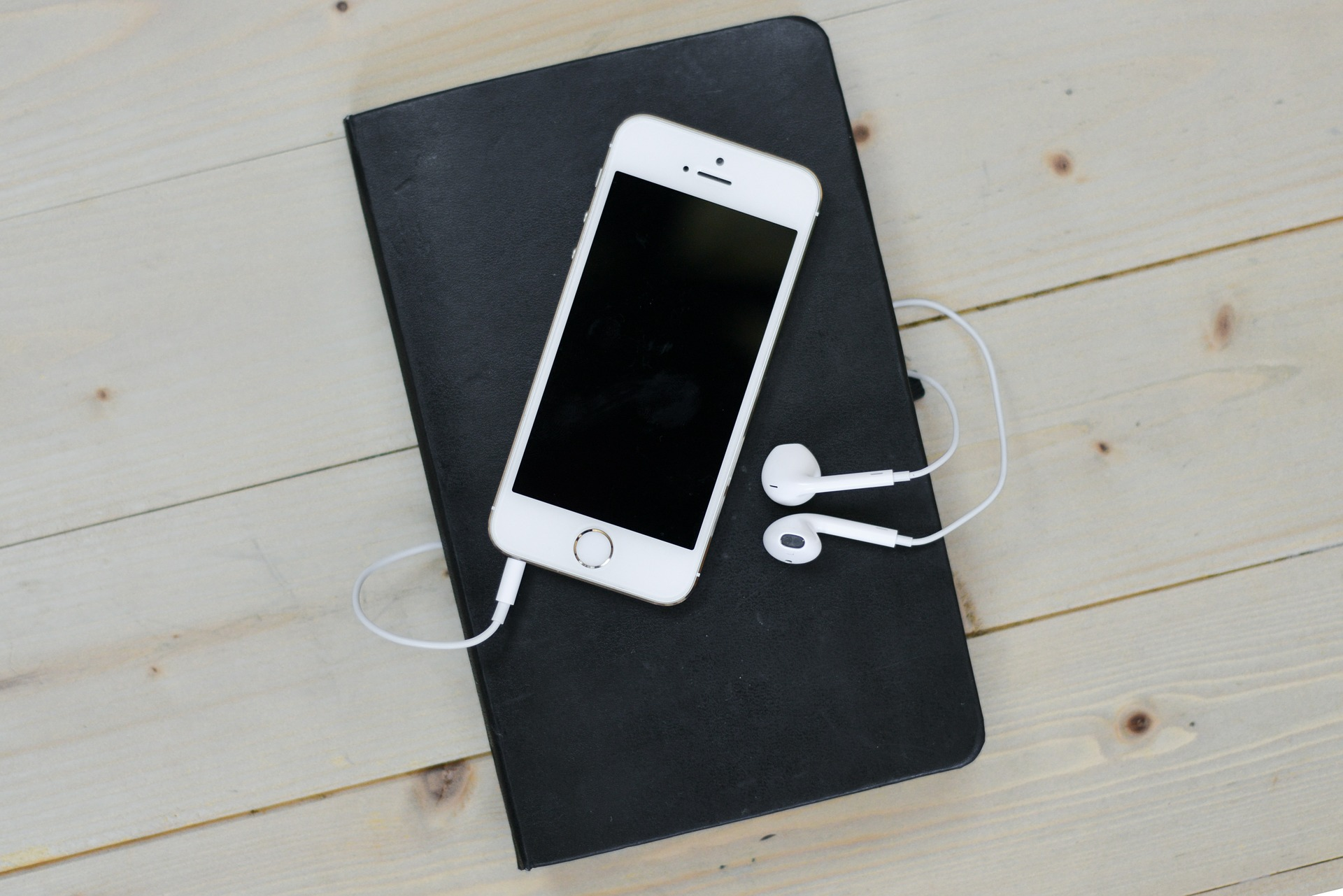Recenzja smartfona Apple iPhone 12 64GB - czy jest on w stanie zachwycić?